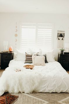 30 Boho chic Bedroom decor ideas and inspiration – simple cozy neutral bohemian … - All About Decoration Boho Chic Bedroom, Home Decor Bedroom, Modern Bedroom, Bedroom Furniture, Bedroom Ideas, Bedroom Wall, Urban Bedroom, Bedroom Inspiration, Tapestry Bedroom