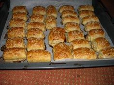 We have created the perfect Southern biscuit. You won't be disappointed! Yummy Snacks, Snack Recipes, Cooking Recipes, Party Finger Foods, Party Snacks, Southern Biscuits, Sandwiches, Dutch Recipes, Buttermilk Biscuits