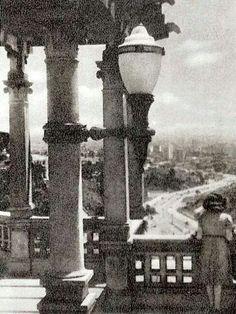 1936 - Belvedere Trianon, onde atualmente temos o MASP, na avenida Paulista. Adiante no horizonte temos o centro da cidade, onde vemos a avenida 9 de Julho.
