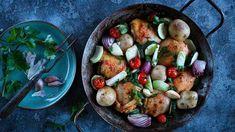 Máte rádi večeře zjednoho hrnce? Kuře se zeleninou je ideální varianta. Všechno upečete vjedné nádobě, kterou pak stačí servírovat na stůl akaždý si zní vybere podle chuti. Jambalaya, Sprouts, Potatoes, Meals, Chicken, Vegetables, Food, Meal, Potato
