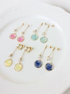 color shell ピアス/イヤリング | ハンドメイドマーケット minne Resin Jewelry Tutorial, Resin Jewlery, Resin Jewelry Making, Shell Earrings, Beaded Earrings, Earrings Handmade, Beaded Jewelry, Handmade Jewelry, Jewellery