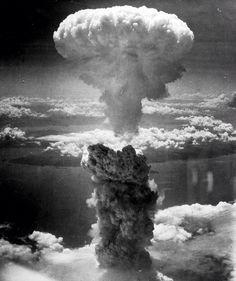 Los bombardeos atómicos sobre Hiroshima y Nagasaki fueron ataques nucleares ordenados por Harry S. Truman, presidente de los Estados Unidos, contra el Imperio del Japón. Los ataques se efectuaron el 6 y el 9 de agosto de 1945, y pusieron el punto final a la Segunda Guerra Mundial.