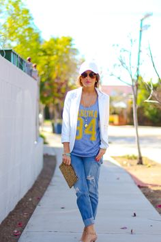 Love this one, denim and jacket with a hint of sport with the hat and numbers on her tee - Street style sporty women fashion casual sport chic monochrome style Sporty Chic Outfits, Sporty Chic Style, Sneakers Fashion Outfits, Sporty Look, Sport Outfits, Fashion Clothes, Sport Fashion, Look Fashion, Winter Fashion