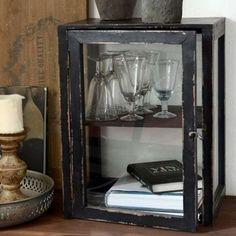 Patineret sort kabinet med 4 glassider