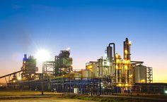 Com início das atividades em 2007, a Odebrecht Agroindustrial produz e comercializa etanol e açúcar, além de energia elétrica produzida a partir da biomassa, com mais de 13 mil funcionários em SP, GO, MT e MS. Na imagem, uma usina da empresa, em Rio Claro (GO)