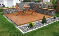 Rain and snow are going to play a huge part in your yard landscaping decisions. For example you will have to plan for your yard landscaping with care. These yard lan Cozy Backyard, Backyard Seating, Backyard Landscaping, Modern Backyard, Garden Seating, Sloped Backyard, Landscaping Ideas, Backyard Projects, Outdoor Projects