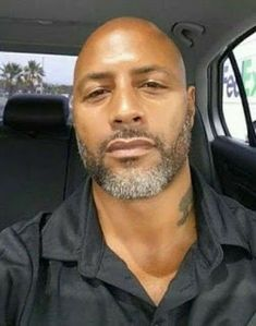 This particular beard love is definitely an inspiring and great idea Hot Black Guys, Fine Black Men, Gorgeous Black Men, Handsome Black Men, Fine Men, Beautiful Men, Bald Black Man, Black Men Beards, Beard Game