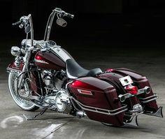 "Credit to : @conceptcycleworks ===================== Follow & Tag ""HD Tourers and Baggers"" on Instagram Facebook Twitter & across the Web. ===================== #hdtourersandbaggers ===================== #instamotogallery #instamoto #motorcycles #harleydavidson #roadkingclassic #roadking #roadglide #streetglide #softail #showoffmyharley #harleysofinstagram #harleylife #bikelife #bikersofinstagra #bikestagram #harleyrider #harleyriders #customharley #throttlezone #harleydavidsonnation…"