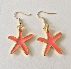 Sea star earrings with coral enamel in one side and gold metal zamk on the other side, in gold plated brass hooks. Star Earrings, Boho Earrings, Drop Earrings, Boho Sandals, Leather Sandals, Brass Hook, Color Of The Year, Beautiful Earrings, Best Gifts