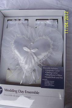 Wilton Wedding Ensemble Guest Book and Pen 2 Garters Ring Bearer Pillow New #Wilton