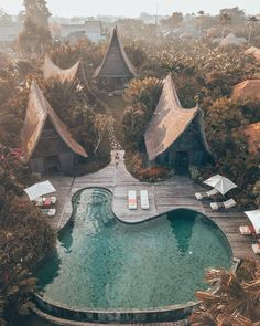 Private villa in Bali, Indonesia 😎 Tag who you'd vacation here with! 👍🏽 Photo by 😍 , Voyage Bali, Destination Voyage, Ubud, The Places Youll Go, Places To Visit, Ville France, Bali Travel, Luxury Travel, Hotels And Resorts