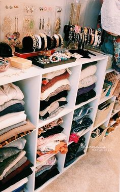 47 Cute Diy Bedroom Storage Design Ideas For Small Spaces. nice 47 Cute Diy Bedroom Storage Design Ideas For Small Spaces. Under the bed storage systems are also ideal for storing items not used on a normal basis in order for […] Organizar Closet, Cube Storage, Storage Hacks, Storage Organization, Storage Design, Storage Solutions, Makeup Storage, Makeup Organization, Cube Organizer