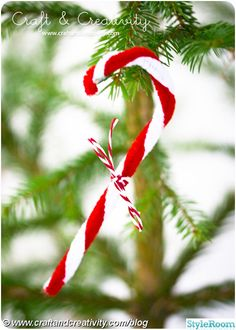 Cool Christmas Candy Cane Inspired Crafts,Candy Cane Christmas Crafts For Kids, Christmas Craft Ideas for Kids! Christmas Projects For Kids, Christmas Holidays, Christmas Candy, Xmas, Cozy Christmas, Personalised Christmas Decorations, Christmas Ornament Crafts, Candy Cane Crafts, Hanukkah Crafts