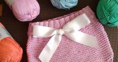 Os voy a poner como se hace esta braguita. Yo la he hecho con una madeja de Phil Cotton 3 de Phildar, de 50 gramos, 100% algodón. Con a... Baby Knitting, Crochet Baby, Baby Booties, Baby Shoes, Baby Bloomers, Baby Dress, Handmade, Clothes, Baby Things