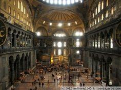 Interior de Santa Sofía, Estambul Vista del espectacular y grandioso interior de Santa Sofía desde la tribuna superior. Aún hoy sigue siendo uno de los espacios cerrados más grandes del mundo. Lástima que los otomanos se cargaran la mayor parte de la decoración bizantina...