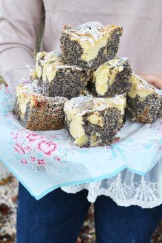 Saftiger Herbstzauber zum Verlieben! Mohnkuchen. Eine ganz große Liebe von mir. Da frag ich mich eigentlich, wieso ich so selten mit Mohn backe? Na ich glaube, das werde ich ganz schnell ändern und…