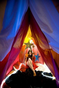 pretty bed tent + hanging stars: reference also, girls tent in the movie 'The Holiday'