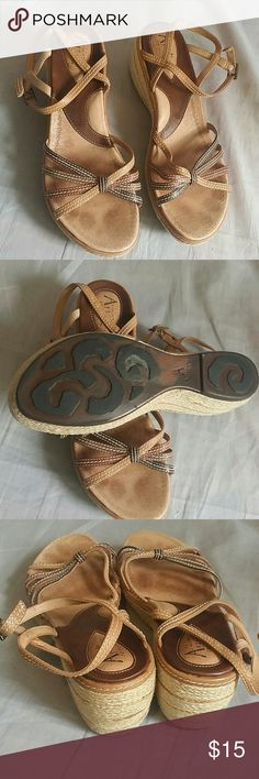 Clarks Artisan Collection Sandals 8.5 M Leather Item has a sign of being used but it's still in a good condition, NO PETS AND SMOKE FREE HOME. Clarks Shoes Sandals