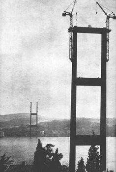1971 - İstanbul'da iki kıta birleşti. Boğaz Köprüsü'nün 57'nci ünitesinin de yerine konulmasıyla kentin Asya ve Avrupa yakaları birbirine bağlandı.