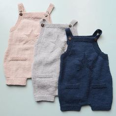 352 likes 26 comments Baby Cardigan, Baby Pullover, Knit Baby Dress, Knitted Baby Outfits, Knitted Baby Clothes, Knitted Romper, Baby Boy Knitting Patterns, Knitting Designs, Pull Bebe