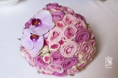 Fioreria Oltre/ Bridal bouquet/ Lilac and pink roses, pink phalaenopsis orchids/ Photo Credit: Photoart Casonato