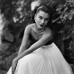 Linda Christian, credited as the first Bond girl, photographed for Vanity Fair in 1949. (via The Seductive Film Noir Fashion of the 1940s   Vanity Fair)