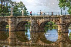 """Rio Tâmega- Chaves - ponte mais antiga do país, é uma  obra Romana conhecida por """"ponte de Trajano"""".  Portugal"""