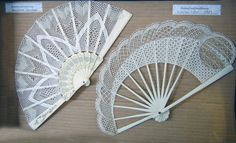 Terug naar 't kantkussen 2 Cloche Decor, Bobbin Lacemaking, Needle Tatting, Lace Making, Hand Fan, Needlework, Diy And Crafts, Embroidery, Ideas