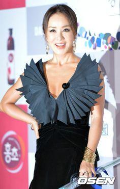 Uhm Jung Hwa, Blue Dragon, Film Awards, Film Industry, Korean Drama, Asian Beauty, Actors & Actresses, Kdrama, Sisters