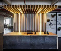 Ces bureaux fonctionnels et élégants ont été conçus par Yarden Turman et Yossi Romano de l'agence Turman Romano. Ces deux jeunes créatifs sont spécialisés