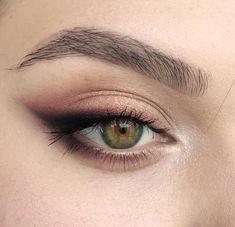 eye makeup for brown eyes . eye makeup for blue eyes . eye makeup tips . eye makeup tutorial for beginners Makeup Hacks, Makeup Goals, Makeup Inspo, Makeup Inspiration, Makeup Ideas, Makeup Tutorials, Makeup Routine, Daily Makeup, Skincare Routine