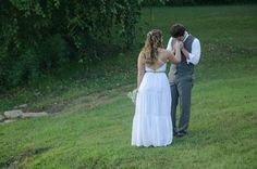 Wedding photography ideas. Casual bride and groom. Rustic wedding ceremony. Shabby chic wedding.