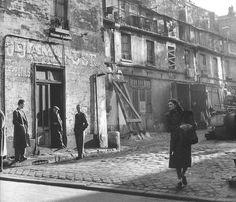 La cour des artisans, Paris, 1953 by Robert Doisneau