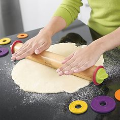 Joseph Joseph Adjustable Rolling Pin Plus. This rolling pin has special spacer w. Baking Gadgets, Kitchen Gadgets, Kitchen Tools, Kitchen Ideas, Salad Box, Joseph Joseph, How To Make Pizza, Pasta, Corporate Gifts