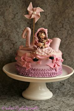 Turning 1 doesn't happen everyday! A special cake to properly celebrate a little princess   La Belle Aurore https://www.facebook.com/pages/La-Belle-Aurore/291379387624300?ref=hl