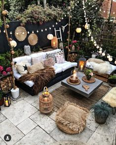 Our Favorite boho decor ideas for modern patio spaces and outdoor living! We love these furniture sets, outdoor rugs, plants and planters and lighting ideas Bohemian Patio, Bohemian Garden Ideas, Cosy Garden Ideas, Small Garden Party Ideas, Garden Lighting Ideas, Very Small Garden Ideas, Patio Garden Ideas On A Budget, Boho Garden Party, Boho Dekor