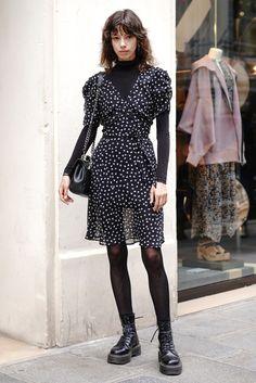 Paris Fashion, Autumn Fashion, Girl Fashion, Fashion Outfits, Womens Fashion, Dr. Martens, Fashion Identity, Parisian Style, Aesthetic Fashion