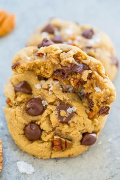 Sea Salt Browned Butter Chocolate Chip Pecan Cookies – Super soft, perfectly chewy, SALTY-AND-SWEET chocolate chip cookies that are AMAZING!! An EASY, one-bowl, no-mixer recipe!! If you haven't jumped on the browned butter cookie trend, you need to get on this train because you've been missing out. The nutty, rich flavor of the browned butter …
