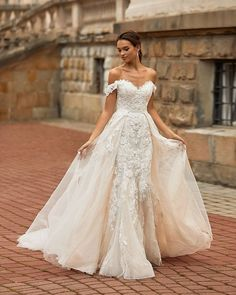 Wedding Chicks® (@weddingchicks) • Instagram photos and videos Sheer Wedding Dress, Wedding Dress Gallery, Sweetheart Wedding Dress, Tulle Wedding, Dream Wedding Dresses, Wedding Gowns, Wedding Bride, Gothic Wedding, Wedding Couples