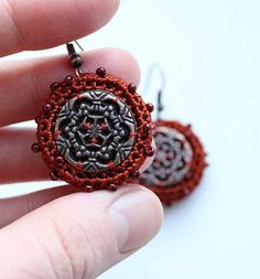 Crocheted earrings with the lacy middle Crochet Earrings Pattern, Crochet Jewelry Patterns, Bead Crochet, Crochet Accessories, Crochet Jewellery, Wire Jewelry Designs, Jewelry Crafts, Brooches Handmade, Fabric Jewelry
