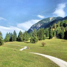 Herbsttag im Werdenfelser Land, Blick zum Hohen Fricken - #nature_obsession_landscapes #bd #bdphotoshare #ig_deutschland #bpd_ #jj_daily #live_planet #cool_capture #pro_shots_ #colorindooinstagram #ig_europe #world_shotz #igworldclub #magic_photography #mybest_shot #hdr_pics #super_shotz #special_shots #big_shotz #around_theworld #nature_perfection #garmisch #partenkirchen #rsa_nature #insta_international #natureelite #instaparadise #amazingvillages #Padgram