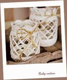 Hip & Kneuterig: Jar crochet pattern / omhaken pot with pattern Crochet Decoration, Crochet Home Decor, Crochet Gifts, Diy Crochet, Crochet Embellishments, Ideas Prácticas, Crochet Winter, Crochet Fashion, Crochet Accessories