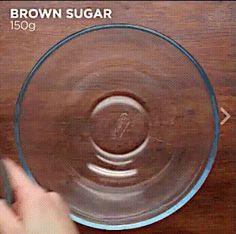 Домашнее шоколадное печенье В миске смешать: Коричневый сахар - 150 гр. Яйца - 2 шт. Топленое сливочное масло - 100 гр. Топленый шоколад - 100 гр. Экстракт ванили - 1 ч.л. Мука - 125 гр. Разрыхлитель теста - 1 ч.л. Соль - 1/2 ч.л. Шоколадная стружка (темный шоколад) - 100 гр. Белый шоколад (стружка) - 100 гр.  Настоять 30 минут.  Выложить на противень с пергаментной бумагой.  Запекать при 180°С 12 минут.  Приятного аппетита!