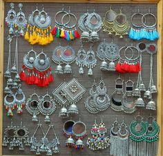 Indian Jewelry Earrings, Silver Jewellery Indian, Jewelry Design Earrings, Indian Wedding Jewelry, Ear Jewelry, Gold Earrings Designs, Cute Jewelry, Flower Jewelry, Antique Jewellery Designs