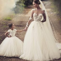Tan lindas  #bride #wedding #white #dress #weddingplanner #boda #bodas #girls #love #bodabogota #events #eventosgrupomedina  Photo from @weddedwonderland