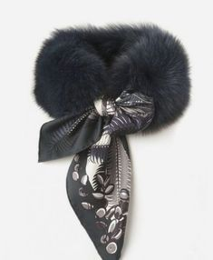 Fur Fashion, Fashion Details, Sporty Fashion, Fashion Women, Winter Fashion, Diy Accessoires, Fur Accessories, Turbans, Fur Collars