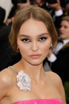Inspiration Coiffure : Description Les looks beauté de Lily-Rose Depp Lily Rose Melody Depp, Lily Depp, Vanessa Paradis, Makeup Tricks, Ponytail Hairstyles, Cute Hairstyles, Makeup Inspo, Makeup Inspiration, Johnny Depp