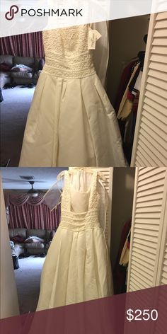 New wedding dress New wedding dress never wore... off white.. excellent condition Dresses Wedding