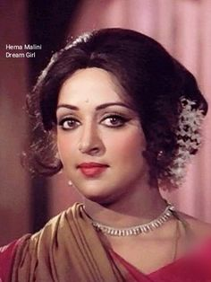 Hema Malini in Dhoop Chhaon Classic Actresses, Indian Actresses, Most Beautiful Bollywood Actress, Hema Malini, Indian Art, Indian Beauty, Evergreen, Women's Fashion, Actors