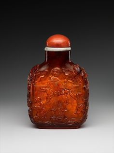 Snuff bottle with women and children in a garden | China | Qing dynasty (1644–1911), Qianlong period (1736–95) | The Met